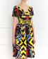 Платье из шелка с абстрактным узором с поясом Moschino Couture  –  Модель Верх-Низ